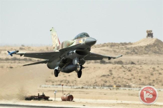 Un jet F-16 israeliano da combattimento decolla nel corso di una dimostrazione per i media stranieri alla base aerea di Ramon nel deserto del Negev, nel sud di Israele, 2013